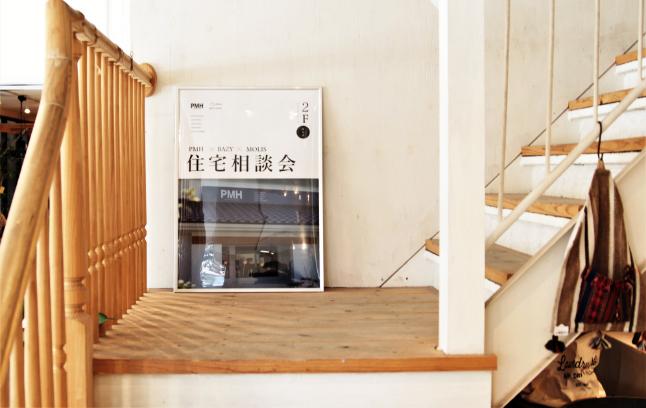 レンタルスペースに向かう階段の写真